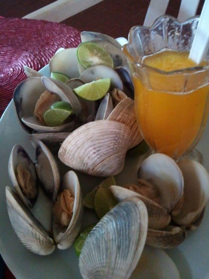 Steamed clams with fresh butter